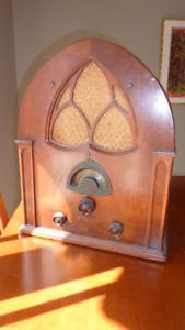 Vintage 1931 ATWATER KENT Cathedral Radio Model 84