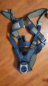 Small SALA padded fall arrest harness with retractable harnesses