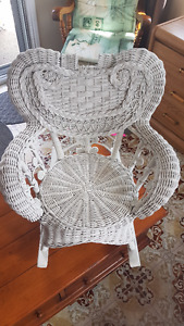 Chaise bercante blanche