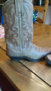 bottes de cowboy pour femme. Prix réviser.