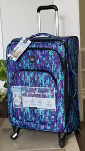 """New, 24"""" Skyway Oasis Softside Spinner Expandable Luggage"""
