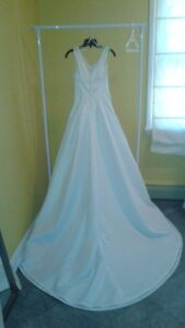 SPOSABELLA WEDDING GOWN SIZE 8 / 10 ONLY $50