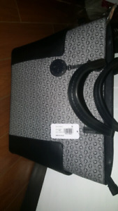 Never used brands new authentic Guess purse set