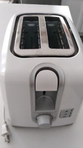 Black and Decker 2 Slot White Bread and Bagel Toaster Defrost
