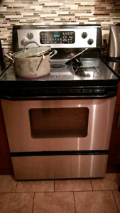 Electric Range (stove).Whirlpool Gold.