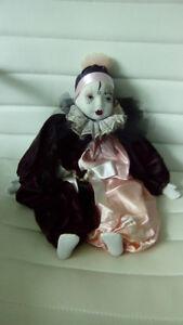 Pierrot en porcelaine avec vêtement de velour