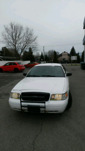 Ford Crown Victoria / police pack 2011.... 2 500$