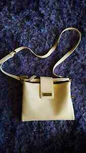 Moving sale! Many purses and wallets! Cambridge Kitchener Area image 1