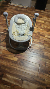 Self rocking baby rocker, in good condition.Twilight Turle light