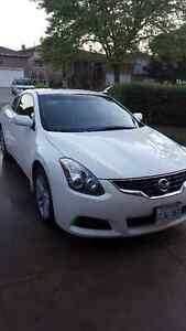 2010 Nissan Altima Coupe Mint Condition!!!!