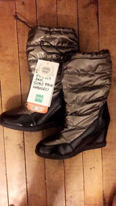 Brand new Woman's Winter Cougar Boots