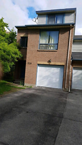 Townhouse for Rent in Kanata Lakes