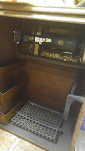 T EATON antique sewing machine in oak cabinet London Ontario image 3