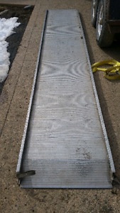 ALUMINUM PULL OUT MOVING TRUCK RAMP