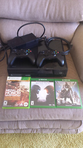 X Box One (almost new)