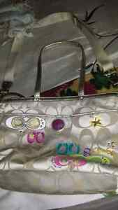 Absolutely gorgeous pristine xl authenticCoachbag Cambridge Kitchener Area image 1