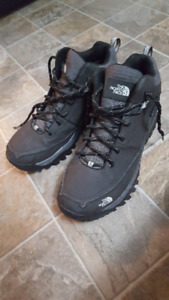 MENS NORTHFACE HYDROSEAL size10