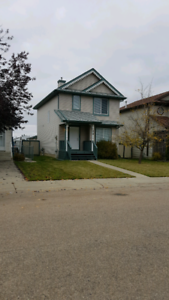 House ,3 Bedroom in Spruce Grove for Rent with Detached Garage.
