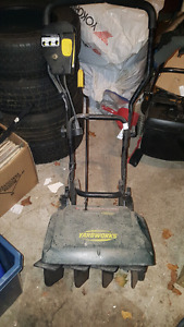 YARD WORKS SNOWBLOWER FOR SALE! GOOD CONDITION! WORKS GOOD!