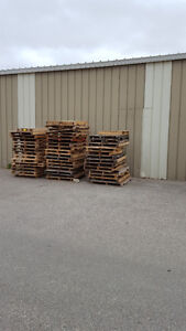 FREE PALLETS / DAMAGED GARAGE SECTIONS