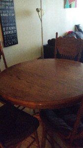 Selling Dining Room Table