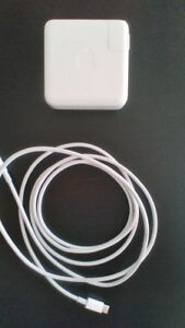 Apple 61W USB-C Power Adapter + charge cable