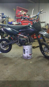 125cc dirt bike  NEED GONE CASH OFFERS ONLY