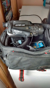 Sony 8mm Handycam/charger/batteries..$40 FIRM