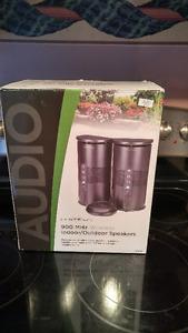 900 MHz wireless indoor/outdoor speaker system