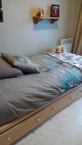 lit capitaine, tête de lit et matelas.