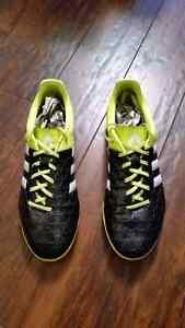 Indoor soccer turf shoe Size 10.5 Cambridge Kitchener Area image 1
