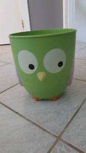 Owl garbage can