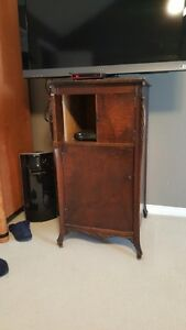 Phonograph Stand