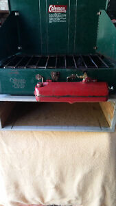 CLASSIC  COLEMAN  CAMP  STOVE & STORAGE  BOX