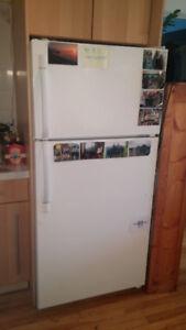 Réfrigérateur et cuisinière à 200$ pour les 2!