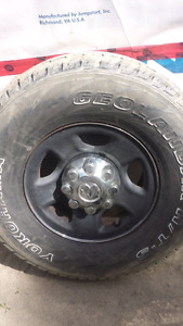 pneus 35 pouces avec mags 8 bolts 17 pouce