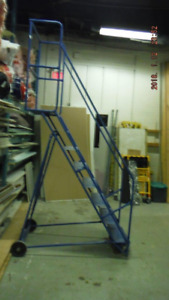Rolling steps for warehouse