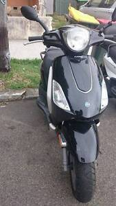 piaggio fly 150 a reliable scooter in town and free helmet Sydney City Inner Sydney Preview