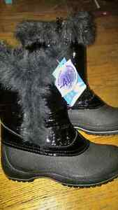 Girls Brand New Winter Boots Size 3 Bottes West Island Greater Montréal image 3