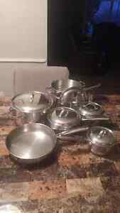 12 PIECE STAINLESS STEEL POTS/PANS