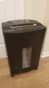 Staples 16-Sheet Micro Cut Paper Shredder with Pull Out Basket