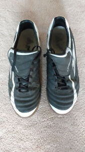 Size 11 Umbro Indoor Soccer Shoes
