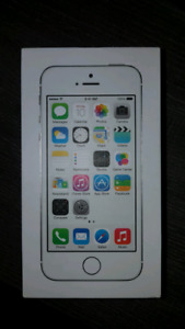 Apple iphone 5s for sale locked to Rogers silver 16gb