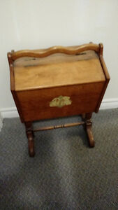 ANTIQUE KNITTERS TABLE WITH 2 SIDES THAT OPEN
