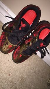 Kobe Mentality Size 8 WORN 3 TIMES BUT LOOK BRAND NEW
