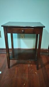 wood table with drower  in very good shape