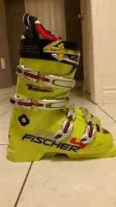 BRAND NEW Fischer RC4 World Cup boots, size 24.5 mondo $200