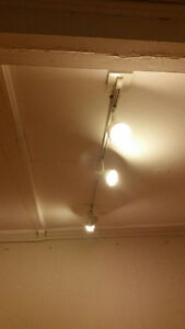 Selling Tracking ceiling lights all various size making us a rea