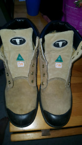 Men's size 12 Work boots like new
