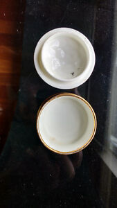 Plant TUSCAN - Covered Powder/Pill Dish - Porcelain Flower Top North Shore Greater Vancouver Area image 3